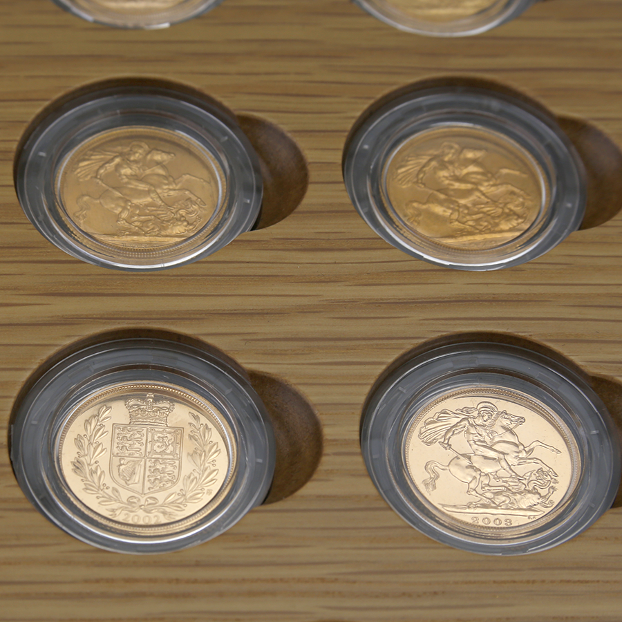 Pre-Owned 1957 - 2007 UK Diamond Wedding Anniversary Gold Sovereign 25-Coin Collection (Image 2)